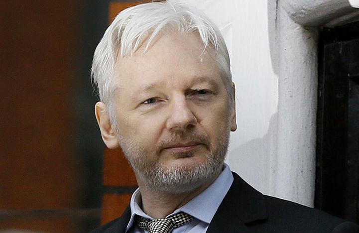 Julian Assange detido na embaixada do Equador em Londres